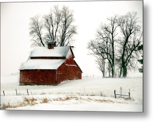 Old Red Barn In An Illinois Snow Storm Metal Print
