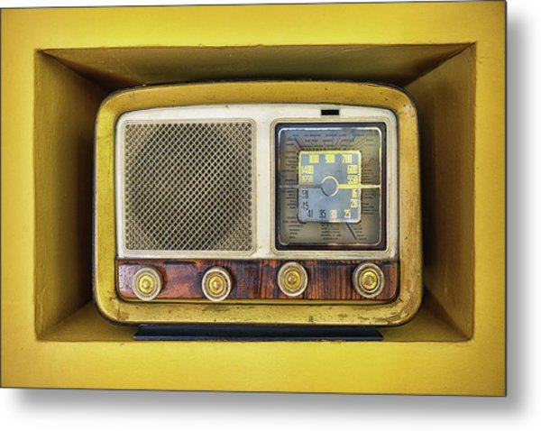 Ols School Radio Metal Print by Chema Mancebo