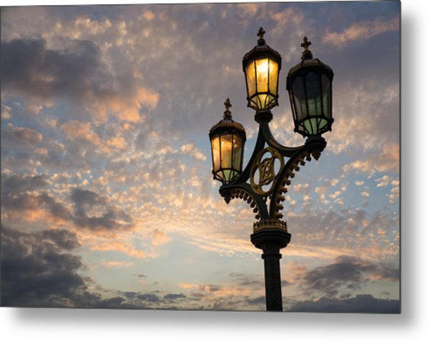 One Light Out - Westminster Bridge Streetlights - River Thames In London Uk Metal Print