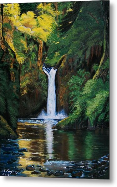 Oregon's Punchbowl Waterfalls Metal Print