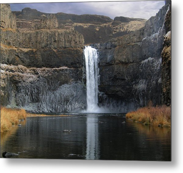 Palouse Falls In The Winter Metal Print