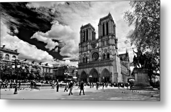 Metal Print featuring the photograph Parvis Notre Dame / Paris by Barry O Carroll