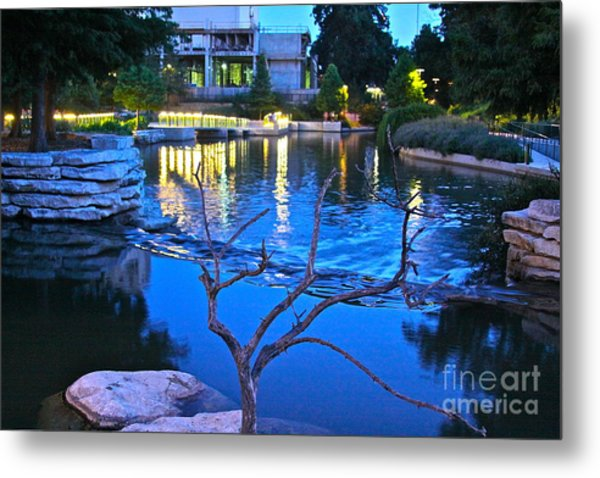 Pearl Center - No.529 Metal Print