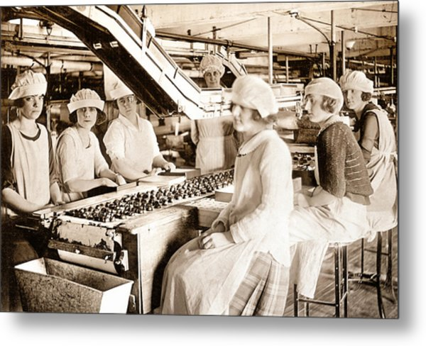 Picture 12 - New - Lucy And Ethel On The Candy Line Metal Print