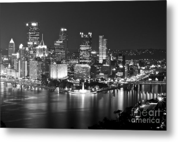 Pittsburgh - Black And White Metal Print