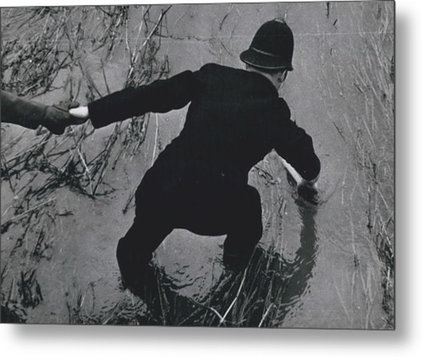 Police Search For Girl�s Murderer Metal Print by Retro Images Archive