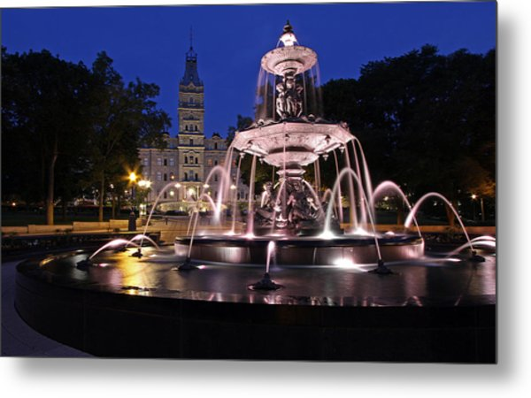 Quebec Parlementaire And Fontaine De Tourny Metal Print