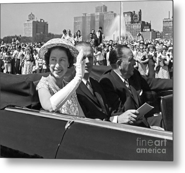 Queen Elizabeth In Chicago 1959 Metal Print