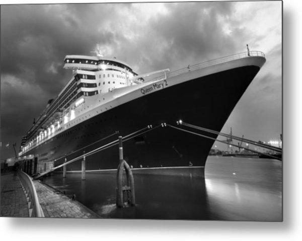 Queen Mary 2 In Hamburg Metal Print by Marc Huebner