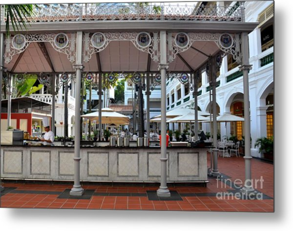 Raffles Hotel Courtyard Bar And Restaurant Singapore Metal Print