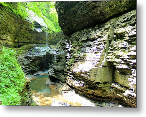 Rainbow Falls Metal Print by Sarah Donald