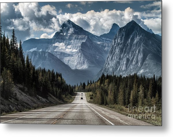 Road To The Great Mountain Metal Print by Yanliang Tao