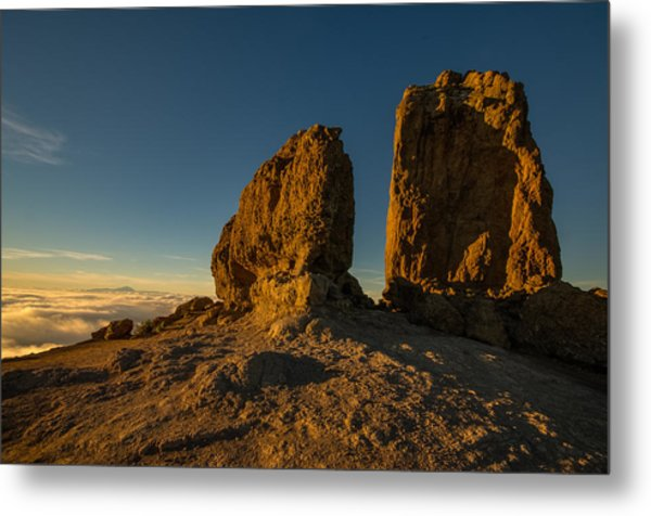 Roque Nublo Farther And Sun Monoliths At Sunset Metal Print by Ben Spencer