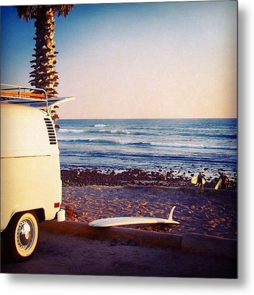 Vw Bus And Surfers At San Onofre Metal Print