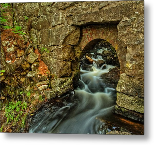Snow Falls Gorge Metal Print