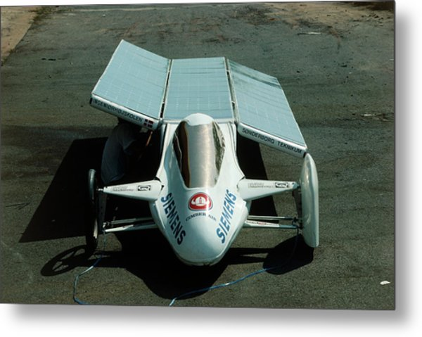 Solar Car Entrant For World Solar Challenge '87 Metal Print by Peter Menzel/science Photo Library
