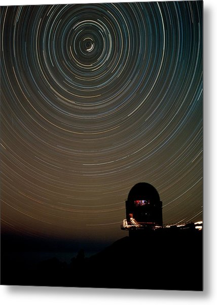 Star Trails Over Dome Of Nordic Optical Telescope Metal Print by David Parker/science Photo Library