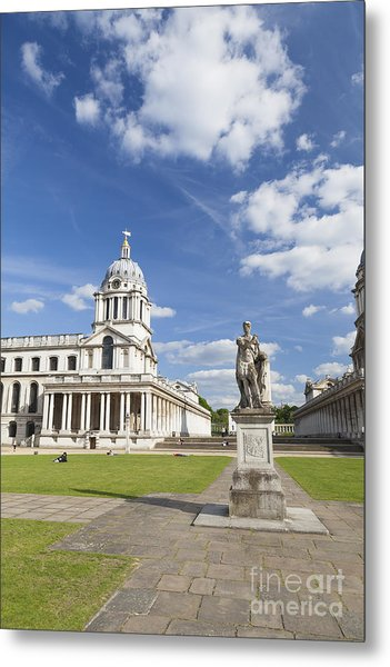 Statue Of King George II As A Roman Emperor In Greenwich Metal Print by Roberto Morgenthaler