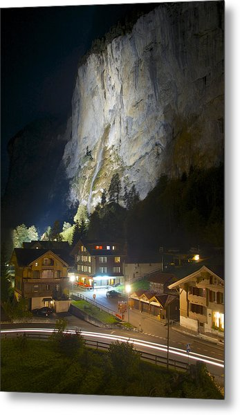Staubbach Falls At Night In Lauterbrunnen Switzerland Metal Print