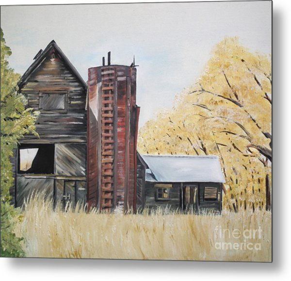 Golden Aged Barn -washington - Red Silo  Metal Print