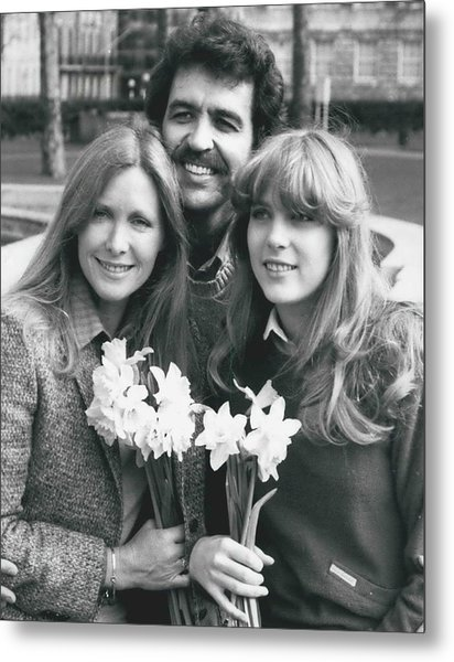 Susan Howard-donna Culver Of Dallas' Arrives In London Metal Print by Retro Images Archive