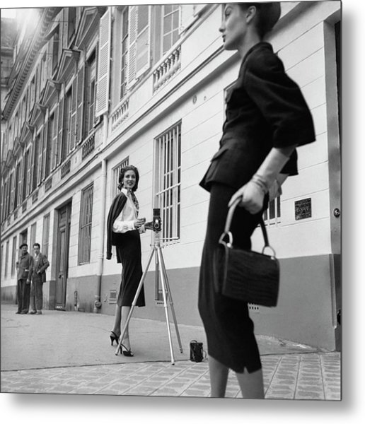 Suzy Parker Photographing A Model In Front Metal Print by Jacques Boucher