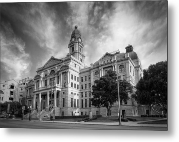 Tarrant County Courthouse Bw Metal Print