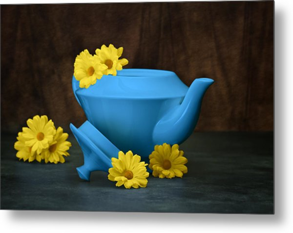 Tea Kettle With Daisies Still Life Metal Print