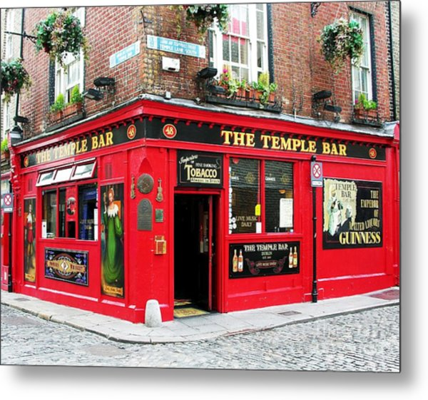 Metal Print featuring the photograph Temple Bar by Mel Steinhauer