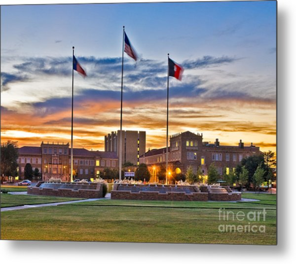 Metal Print featuring the photograph Memorial Circle At Sunset by Mae Wertz