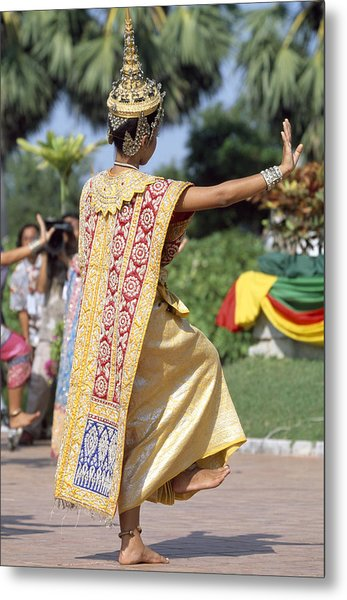 Thai Dancer At Loy Krathong Festival Metal Print by Richard Berry