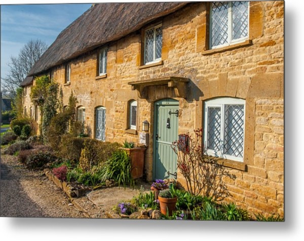 Thatched Cotswold Cottage In Taynton Oxfordshire Metal Print by David Ross