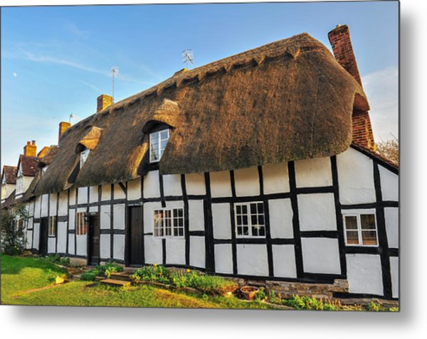 Thatched Cottage Welford On Avon Metal Print by David Ross