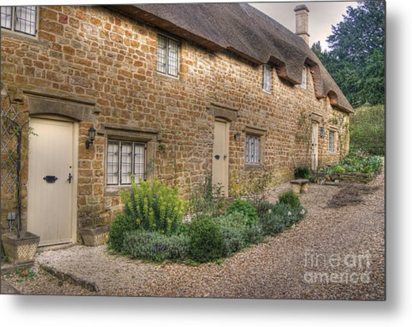 Thatched Cottages In Oxfordshire Metal Print