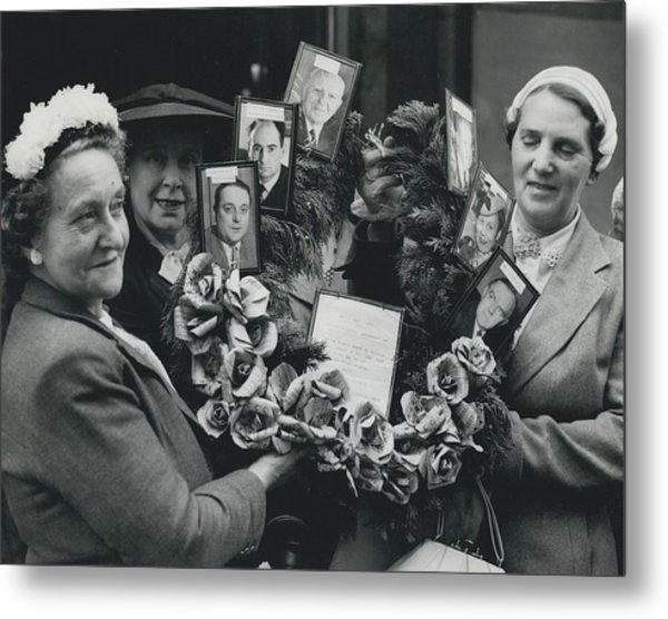 The End Of Rationing In Britain. Housewives Present The Metal Print by Retro Images Archive