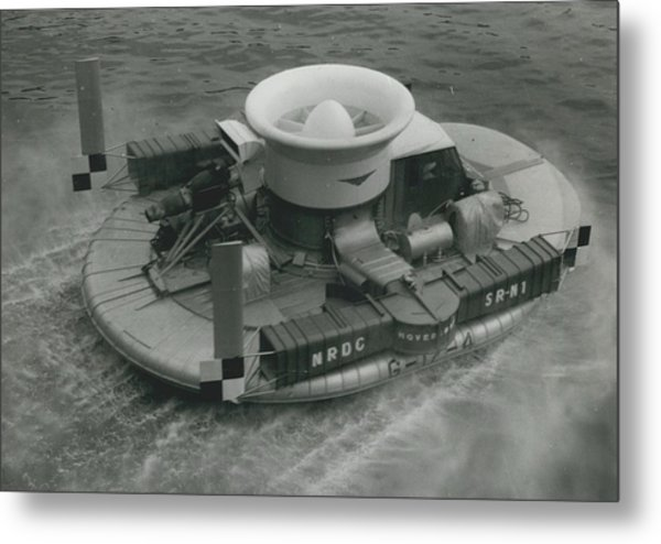 The �hovercraft� Shows Of Its Paces On The Thames Metal Print by Retro Images Archive