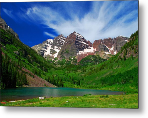 The Majestic Maroon Bells With Tiny Tourists Metal Print