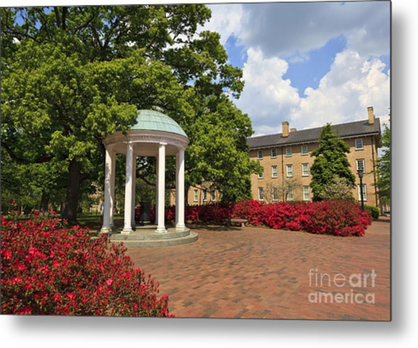 The Old Well At Chapel Hill Campus Metal Print