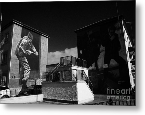The Operation Motorman The Summer Invasion And The Runner Murals Part Of The Peoples Gallery Murals In Rossville Street Of The Bogside Area Of Derry Londonderry Northern Ireland Metal Print