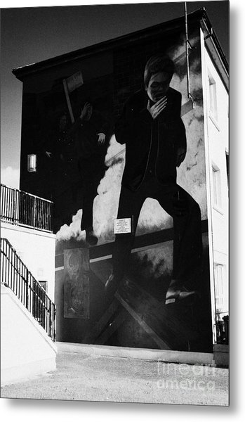 The Runner Mural Part Of The Peoples Gallery Murals In Rossville Street Of The Bogside Area Of Derry Londonderry Northern Ireland Metal Print