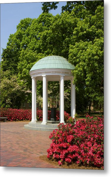Unc-ch Old Well And Azaleas 01 Metal Print