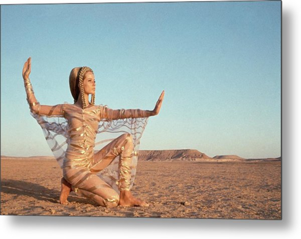 Veruschka Von Lehndorff Posing In A Desert Metal Print