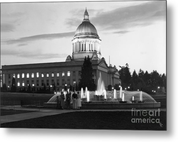 Washington State Capitol And Tivoli Fountain At Dusk 1950 Metal Print