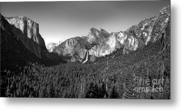 Yosemite Inspiration Point Metal Print
