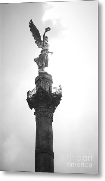 Angel Of Independence Bw Metal Print by L E Jimenez