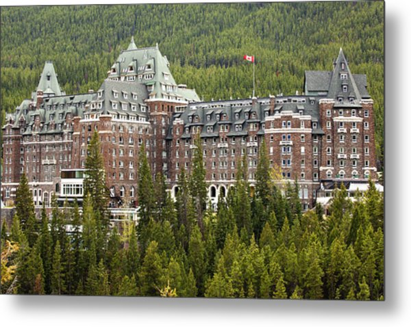 Banff Hotel 1684 Metal Print by Larry Roberson