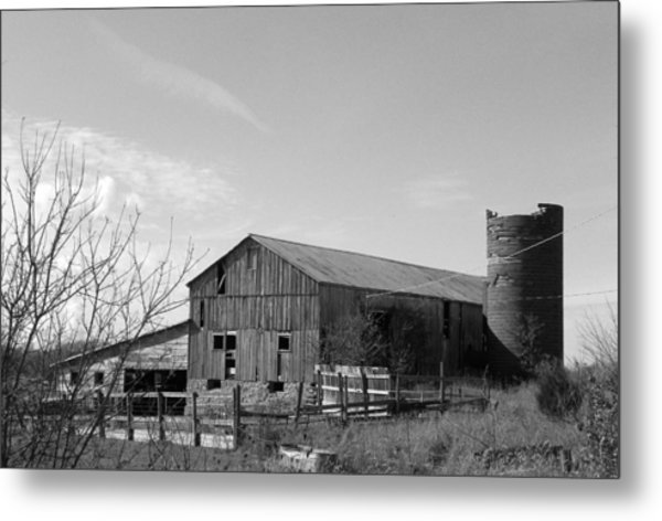 Barn In Black And White Metal Print by Brittany Roth