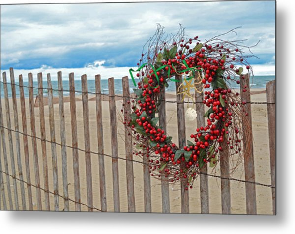Beach Berry Wreath Metal Print by Maria Dryfhout
