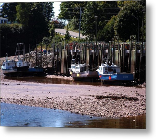 Boats In Bay Of Fundy Metal Print by David Gilman