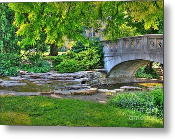 Bridge Over Waterway At Eden Park Metal Print